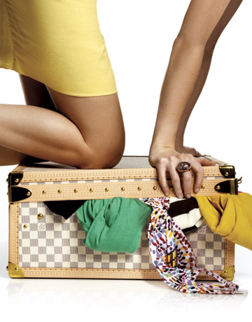 what-to-pack-weekend-getaway-louis-vuitton-suitcase